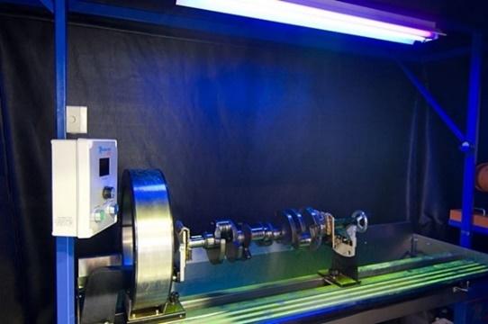 Forgattyús tengely vizsgálata mágneses repedésvizsgáló padon