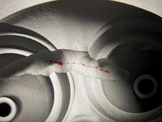 Kipufogó csatornák közötti gátrepedés penetrációs vizsgálata javítás közben